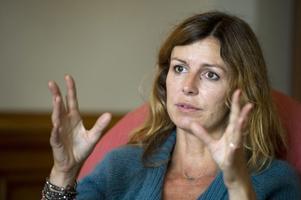 Den franska filmregissören Alix Delaporte har en bakgrund som tv-journalist. Hon tror att det är samma egenskap som ligger bakom båda yrkesvalen: nyfikenhet.