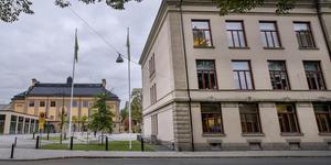 Nu är det bestämt att en kamera ska sättas upp på Karolinska gymnasiet i Örebro. Gymnasienämnden tog beslutet på fredag förmiddag.