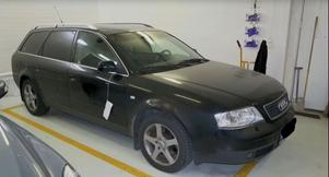 Första flyktbilen, en Audi A6, i vilken rånarna ska ha färdats från Galles gränd till gamla tingshuset. Bild från polisens förundersökning i Efterlysts film i TV3.