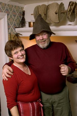 Gulli Sundin och Kjell Sjöström startade Tomtens stuga för femton år sedan. Många julbordsgäster har kommit och gått sedan dess och flera har blivit stamgäster. Nu hoppas krögarparet att någon ny kraft tar över rörelsen. Bilden är från premiäråret 2005.