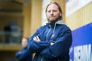 Månsson har Njurunda SK som moderklubb och han hade en lång spelarkarriär på elitnivå. Nu gör han sin första säsong som tränare – i Kovland.