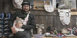 """Simon Jaktlund reser till Australien på fredag för att lämna över skyddsmasker och tasskydd. """"Det är mer en symbolisk handling för ett speciellt behov. Vi sitter ihop och man kan se det som att det kommer en stor portion kärlek från andra sidan jorden"""", säger han."""