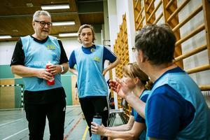Kenneth Hurtigh, Gottfrid Sjödin, Satu Bondén och Jan Andersson-Knut diskuterar spelet.