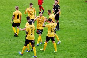 Daniel Björkman i mitten, med lagkamraterna i BK Forward.