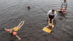 """Kylig simskola i Drömme: """"Det är skönt att hoppa in i bastun"""""""