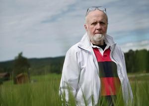 2012 ställde Lasse Sarri ut ett 50-tal av sina tavlor i Hå ordenshus. Bild: Elin Björklund