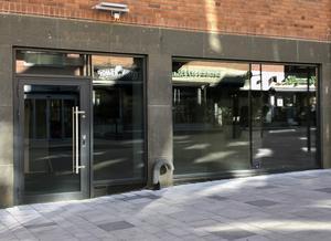 Öde butikslokaler och tomma skyltfönster har blivit en vanlig syn i Västerås centrum.