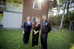 Maruzella Lindgren med sin faster Rebecca Lindström och hennes make Henry Lindström.