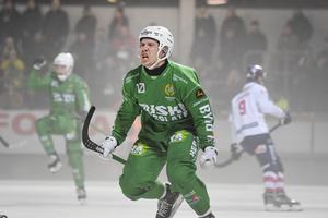 Ted Bergström jublar efter sitt 1–1-mål i den 22:a minuten. Foto: Fredrik Sandberg