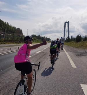 Deltagarna når Högakustenbron.