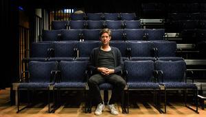 """""""Teater är i grund och botten humanistiskt. Med det vill jag bidra till en god samhällsutveckling för ett gott, skönt och härligt samhälle"""", säger han."""