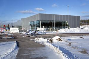 Hela fastigheten på nästan 4 000 kvadratmeter har plats för bilhall, däckverkstad och däckhotell.
