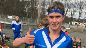 Martin Regborn gör tummen upp efter tredjeplatsen i Brösarp.