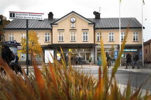 Poliserna har varit ute och pratat med unga på ställen där många ungdomar samlas. På bilden Norrtälje busstation.