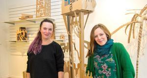 Alla som vill får vara med och bygga en drömstad i kartong under den vecka Sandra Bruun och Helen Edling leder projektet.