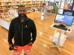 Stöket på biblioteket i Kumla klingade av när Senthil James anlitades som kontakt mot ungdomarna som störde bland bokhyllorna.