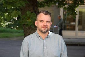 Anders Karlsson (M), barn- och utbildningsnämndens ordförande, ger svar direkt.