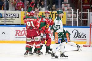 Mora jublar efter Emil Bejmos 2–1-mål. Foto: Daniel Eriksson/Bildbyrån