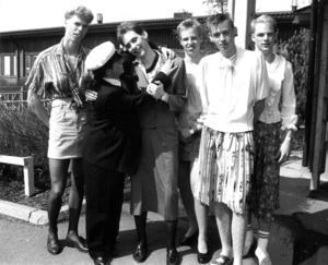Sista skolveckan 1991 klädde studenterna på Palmqrantz ut sig efter olika teman. De här grabbarna i N3a valde dragshow.