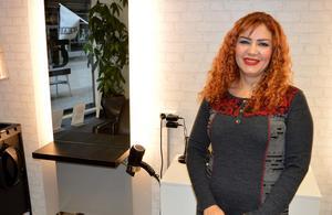 Rana Alomari sålde sin salong och skulle byta yrke, efter två månaders frånvaro har hon nu öppnat en ny salong.