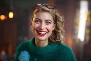 Cecilia Forss spelar Sanna i årets julkalender