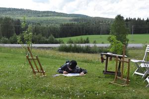 William Wincke, 10, är projektledare Marias son. Han behöver inget staffli när han skapar sina konstverk.