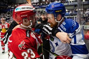 Tomas Skogs och Leksands Mattias Ritola i direktkvalet till SHL säsongen 2018/2019. Foto: Daniel Eriksson / BILDBYRÅN