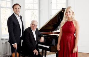 Christian Svarfvar, Anders Berglund och Emmi Christensson som turnerar under namnet I vintertid. Berglund har annars faktiskt bara släppt en renodlad julskiva: