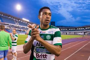 Brian Span firar segern över Örgryte med de tillresta fansen på Ullevi. Foto: Michael Erichsen / BILDBYRÅN /