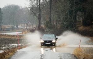 Trafikverket meddelar att en översvämning vid väg 1051 söder om Transtrand i Malung-Sälens kommun skapar trafikstörningar. Obs: Bilden är tagen i ett annat sammanhang.