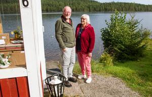 Sven-Bertil och Ann-Christine Johansson skaffade huset vid sjön Stora Björken för 13 år sedan. Nu har det blivit dags att åtgärda avloppet.