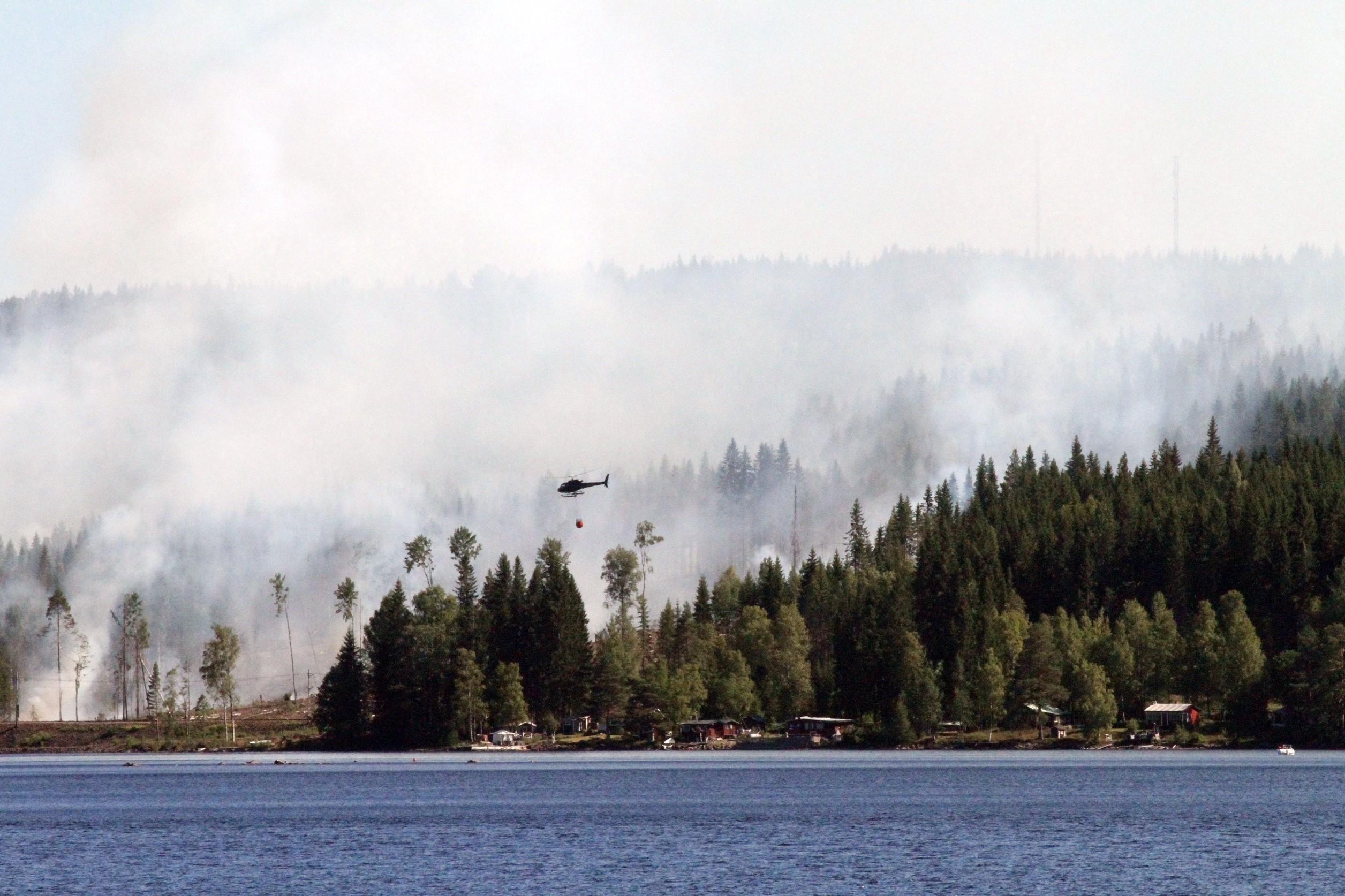 Flera grasbrander runtom i landet