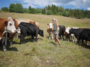 Agnes Jörgensen, Slåtte gård, är själv lantbrukare och drabbad av torkan.Foto: Viktoria Lindqvist LRF