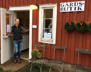 Carina Bengtssons har nu öppnat en egen gårdsbutik vid hemmet på gården Vadet utanför Forsheda.