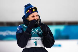 Stina Nilsson kunde inte hålla tårarna tillbaka efter att på ett dominant sätt ha kört hem sprintguldet. Foto: Carl Sandin (Bildbyrån).