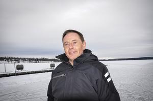 Roger Johansson plogade skridskobana på Nedre Vättern. Insändarskribenten tycker att fler eldsjälar i Skinnskatteberg borde uppmärksammas.