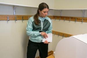 Erica Ajax tog flera valsedlar – bland annat för det parti som fick hennes röst.