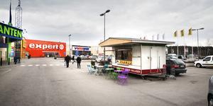 Gatuköket vid Morabergs handelsplats är till salu sedan i torsdags.