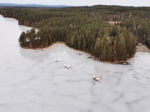 Från luften har flygarna bra koll på att inga vindvakar eller andra hinder för landning uppstått. Foto: Johan Gustafsson