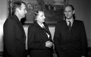 Lärarinnan Ingrid Johansson slår larm om missförhållandena på Bodaborg. Det resulterar i att Skolöverstyrelsens representanter kommer till Sundsvall och håller intervjuer. Bild: Norrlands bild, Sundsvalls museum