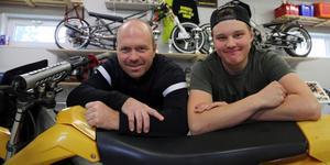 En framgångsrik duo i mopeddragracing. Far och son, Jerker och Sebastian de Wall från Sollefteå.