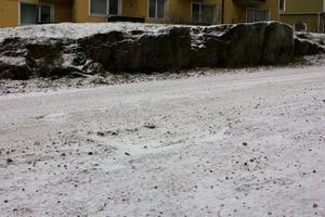 Gropen som Göte Pettersson föll i är någon decimeter djup och cirka en meter tvärsöver.