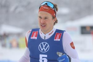 Trots urladdningen i prologen vände det för Trillevallens Olle Jonsson som segrade i herrarnas sprint i Bruksvallarna.