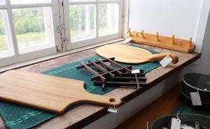 Några av Lennart Franssons arbeten i trä.