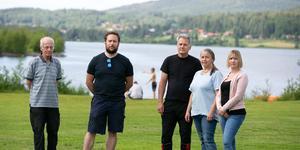 Hans Hellström, David Edin, Bert och Lisa Axelsson och Therese Grannas representerar flera av Insjöns föreningar och tycker kommunen är nonchalant mot Insjöns befolkning.