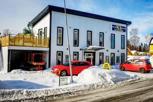 XL Garage växer på höjden och bredden. En ny entré har byggts och tillbyggnader har gjorts.