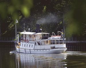 Ångfartyget Ejdern i Södertälje kanal. Foto: Mats Andersson