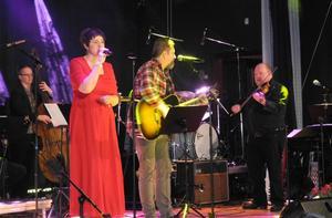 Anna-Karin Bengtar, Jörgen Nohrin och Kalle Moreus med ett av många uppskattade framträdanden.