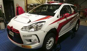 Victor Henriksson menar att en bra Rallybil ska vara startsnabb och ha bra väghållning för att klara av de svängiga vägarna.