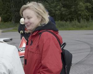 """Intressant. Annkatrin Persson och hennes dotter Madelene kom till rastplatsen i Hagsta för att se den arrangerade olyckan. """"Det är intressant och ger en större inblick i vad som händer vid en olycka"""""""